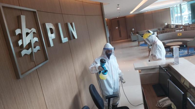 Photo of PLN Lakukan Penyemprotan Disinfektan di Kantor Pusat