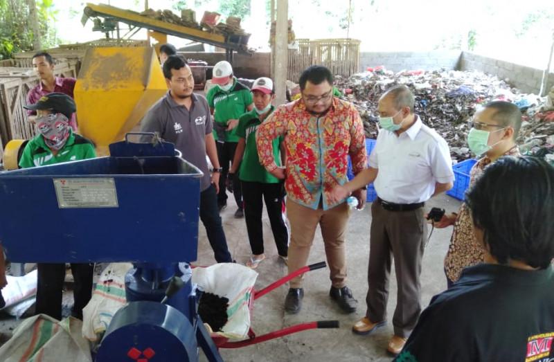 Adaro Ujicoba Pelet dari Sampah TOSS Klungkung