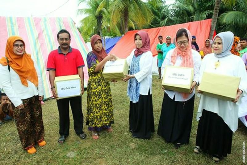 Ikatan Istri Pimpinan BUMN Bantu Korban Gempa Aceh