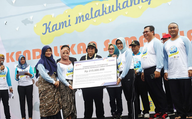 Indonesia Power Bersama KLHK Lakukan Coastal Clean Up Pantai Cirebon