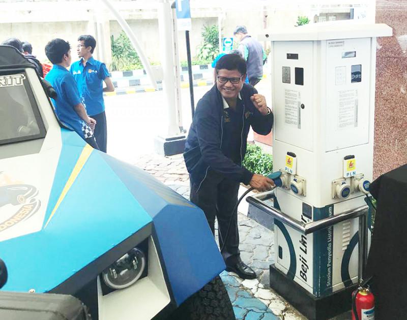 Keliling Nusantara, PLN BLITS Charge Baterai Gunakan SPLU