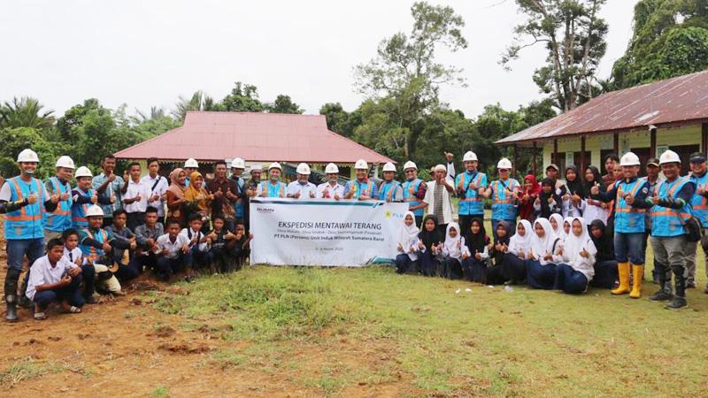 Menjajak Pelosok Mentawai, Menebar Energi Optimisme