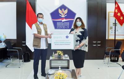 Photo of Signify Donasikan Troli UV-C Untuk Satgas Penanganan COVID-19