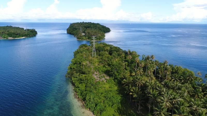Photo of Keren, PLN Berhasil Bangun Transmisi Tower ke Pulau Meti, Halmahera