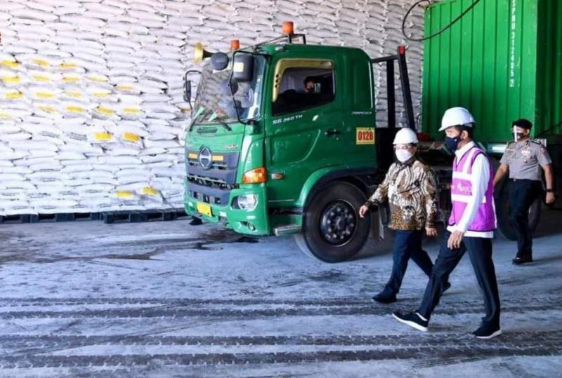 Photo of Jokowi: Pabrik Gula Mombana Serap 15 Ribu Naker