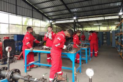 Photo of Kementerian ESDM Dorong Tenaga Ahli LNG Pada 2029, 85 Persen Asal Papua