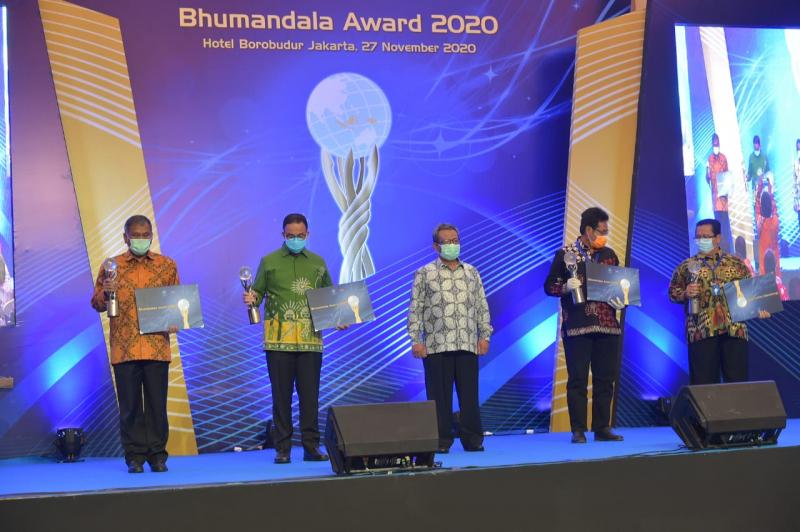 Photo of Kementerian ESDM Raih Emas dan Geoportal Terbaik Bhumandala Award 2020