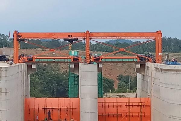 Barata Indonesia Bangun Radial Gate Terbesar di Indonesia