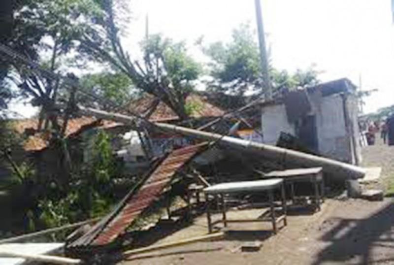 Diterjang Badai, 279 Ribu Pelanggan Terkena Pemadaman Listrik