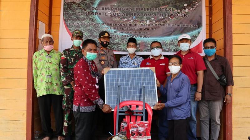 Grup Wilmar Beri Bantuan Panel Surya ke Desa Terisolir