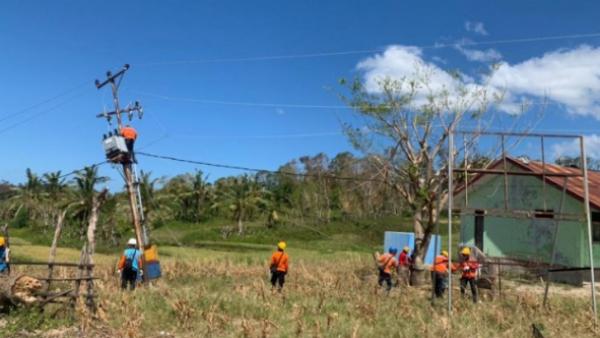 Kondisi Geografis Menantang, Tim PLN Sukses Pulihkan Listrik di Pulau Sabu