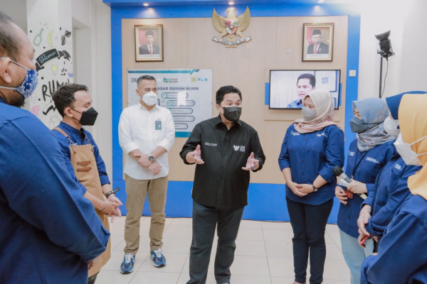 Kunjungan ke Cirebon, Menteri BUMN Apresiasi PLN Dukung 8 Ribu UMKM Hadapi Pandemi