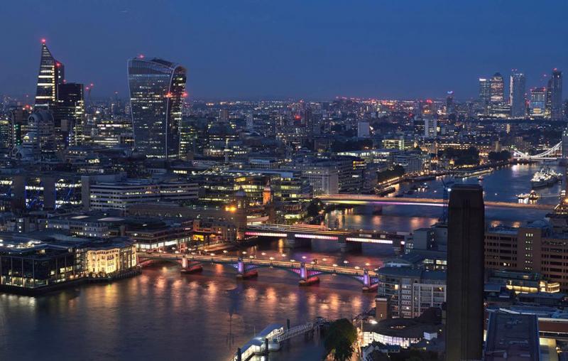 Menikmati Keindahan Cahaya Signify di Jembatan London