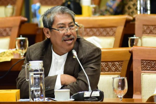 Mulyanto: Pemerintah Mestinya Permudah Izin Penggunaan EBT