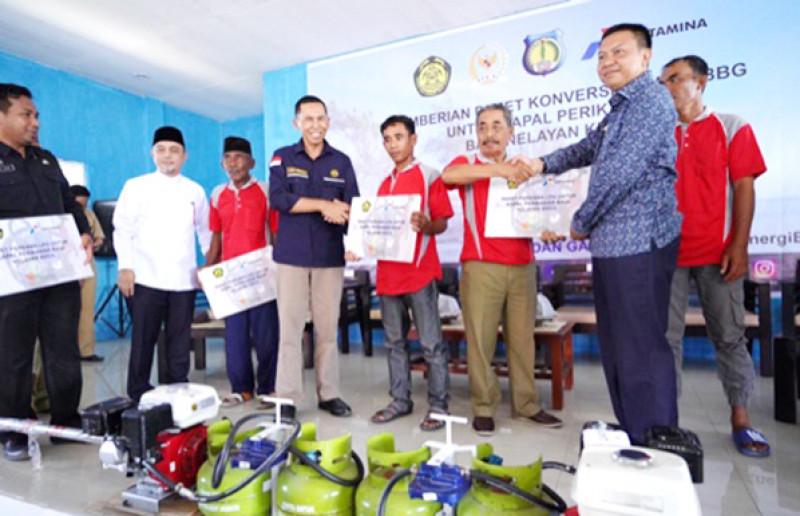 Pemerintah Salurkan 1.261 Paket Konverter Kit Gratis untuk Nelayan Selayar