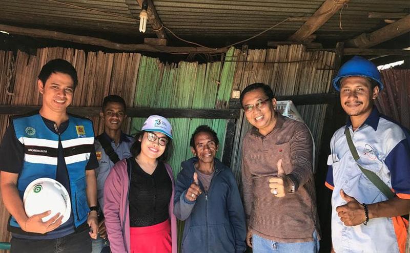 Penantian Selama 20 Tahun, Akhirnya Rumah Dipasangi Listrik