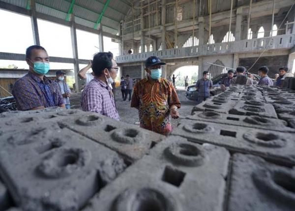 PLN Ajak Warga Ende Sulap Limbah Batu Bara Jadi Bahan Bangunan