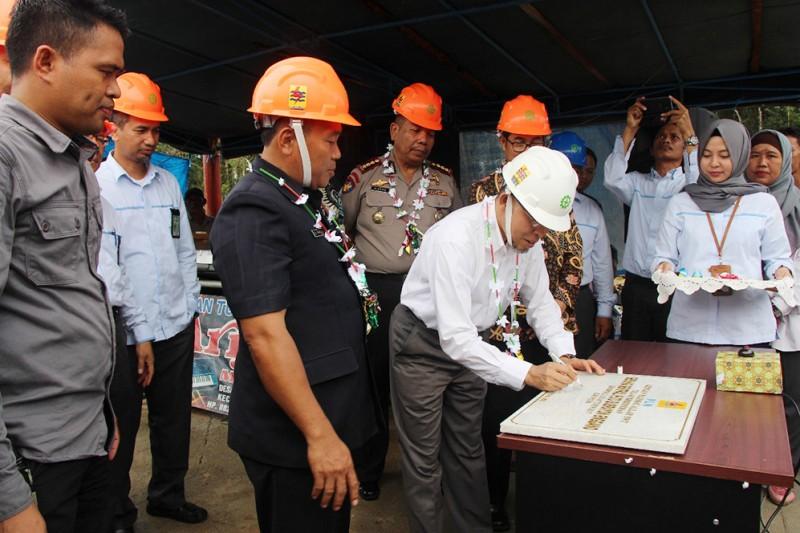 PLN Terangi Seluruh Desa Pulau Enggano Bengkulu