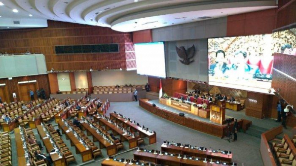 Rapat Paripurna DPR RI Menetapkan Mitra Baru Komisi VII