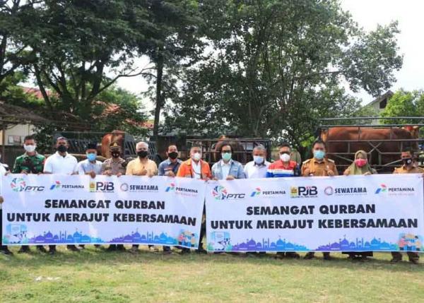 Sinergi Perta Arun Gas Salurkan 32 Hewan Kurban di Aceh