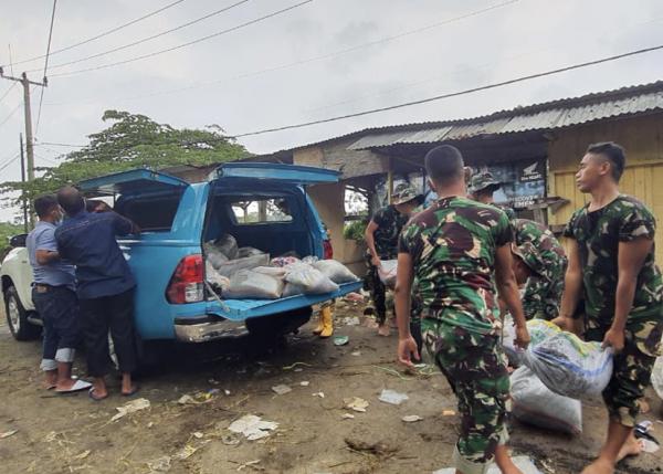Sinergi PLN-TNI Amankan Listrik Terdampak Banjir di Karawang
