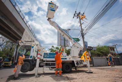 Photo of PLN Alirkan Listrik Tegangan Menengah untuk Pabrik Sawit dan Rumah Sakit di Bengkulu
