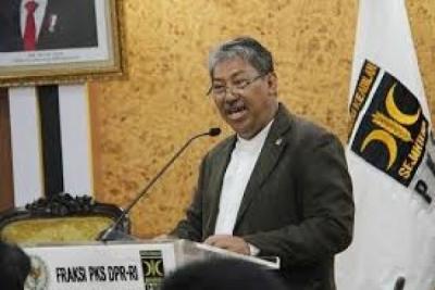 Photo of Politisi PKS Singgung Program Kompor Listrik, Katanya : Mending Kembangkan Jargas